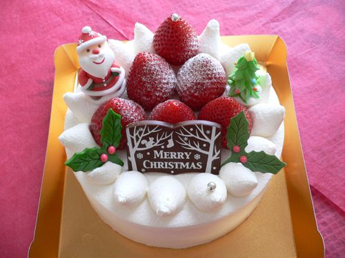"The Japanese Kurisumasu Keeki (Christmas cake). They are so cute! But Japanese women are eager to get a date Christmas Eve. It's a hot date night in Japan because girls who don't get a date are called ""Christmas cakes,"" a reference to those cakes left unbought and thrown out the next day.:"