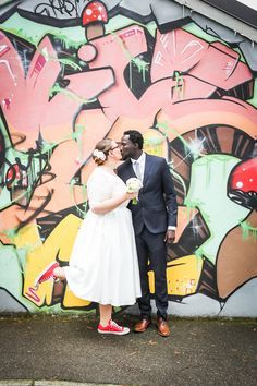 Plus Size Braut Felicitas // tea-length wedding dress + red converse chucks