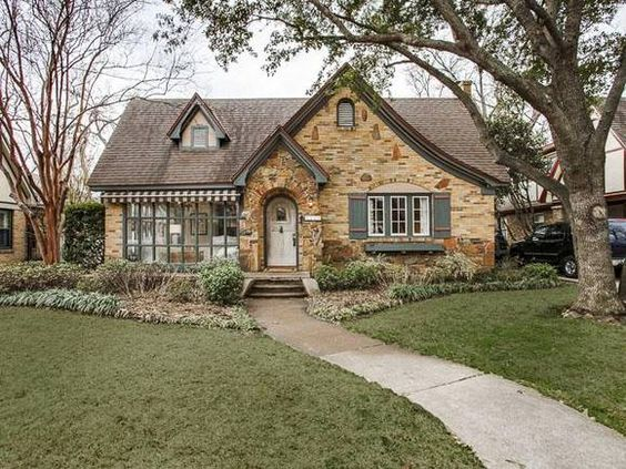 5422 merrimac avenue texas with 3 bedrooms and 2 0 for Texas cottage