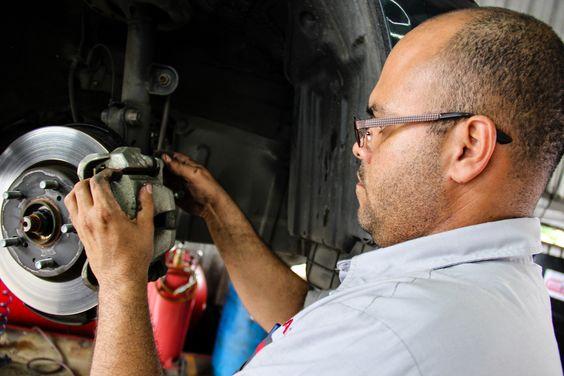 ¿Buscas piezas para tu auto y/o reparación? ¡Estamos para ayudarte! (787)747-9343 www.calesatoyota.com