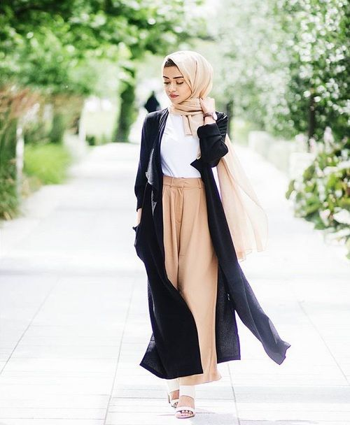 long cardigan wide pants- Beautiful hijab outfits http://www.justtrendygirls.com/beautiful-hijab-outfits/