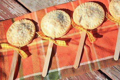 Pie Pops: Kids Thanksgiving, Mini Pumpkin Pies, Dessert Recipes, Dessert Pies, Fall Food, Holiday Recipies, Desserts Pies
