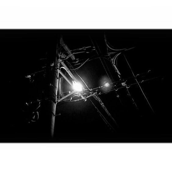 #monocrome #tbt #lowlight #blackandwhitephotography #light #nikonphotography #写真撮ッテル人ト繋ガリタイ #写真好キナ人ト繋ガリタイ #モノクローム #モノクロ #白黒写真 #電柱写真クラブ #過去ノ写真 by yuriepoc