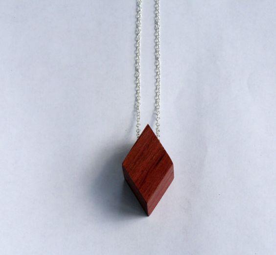 Un collier de Rhombus par ShopCollinGarrity sur Etsy