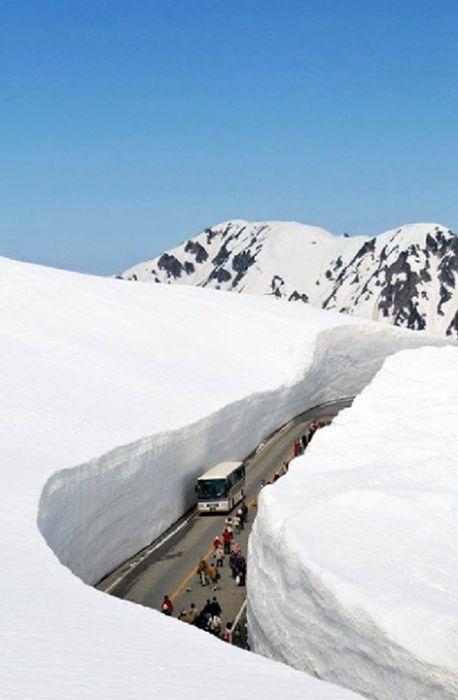Conheça os incríveis paredões de neve nos alpes do Japão - BOL Fotos - BOL Fotos
