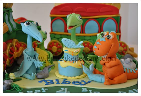 I was a little hesitant when Sam and Marisel asked me to make a Dinosaur Train cake for their son's, Biboy, 4th birthday.  I have not done a dinosaur train topper and even a train cake. I am not...