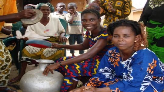 4. Traditional jobs for women in Nigeria include: farming, fishing, herding, and commerce (pottery, cloth-making, and craft work).