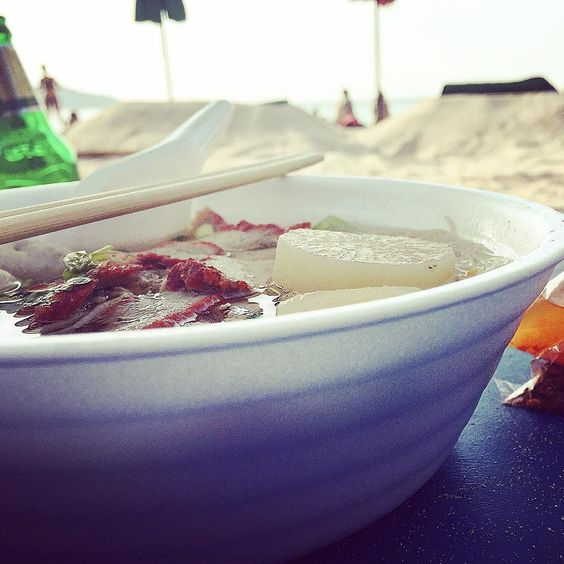 Pork noddles #beachside #thailand #theduelingforks #simple #fresh #delicious #truecooks #chef #cheflife #pork #noodle #theartofplating #handmade #craft #latergram #instafood #phuket by theduelingforks
