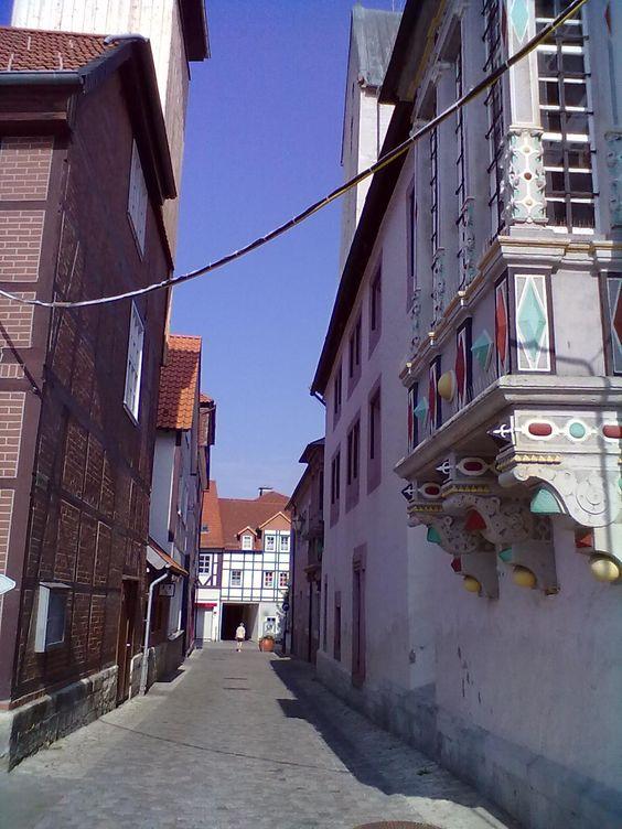 Kellergasse hinterm Rathaus mit Stromversorgung für die Gandersheimer Domfestspiele