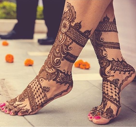 Anyone for some gladiator styled bridal foot mehendi design? #Frugal2Fab