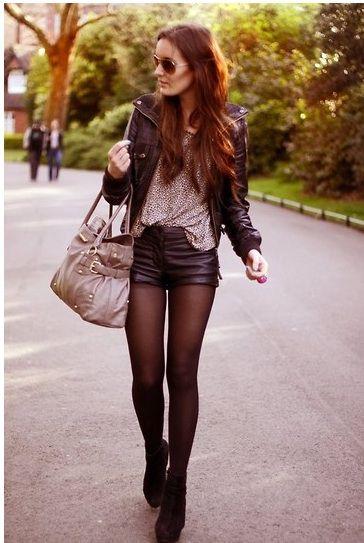 Perfecto + top leopard + short en cuir + talons