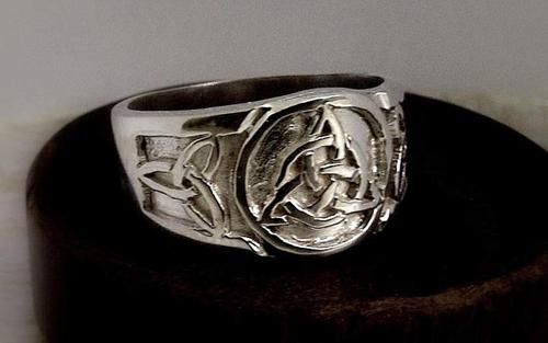anillo triqueta