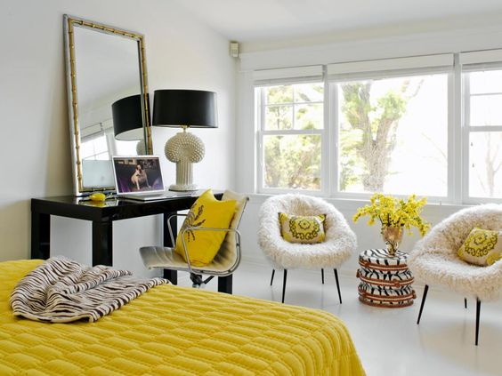 white and bright yellow accents for bedroom decor ideas #yellow #white #bedroom #home #interiordesign #decor #decoridas