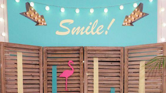 Photobooth DIY pour une soirée ambiance Miami, palmiers et flamants roses ! A retrouver sur le blog www.sunsetlovers.fr