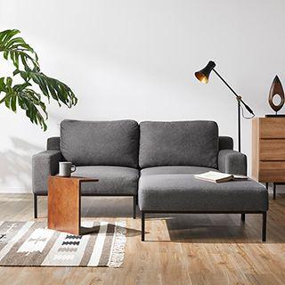 ダークグレーのソファ