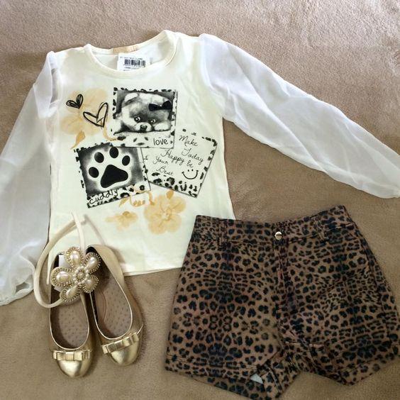 Mamães, morrendo de amores por esse look !   Conjunto de blusa com manga em chiffon e short em matelassê estampa de onça (tamanhos 6,8 e 10);   Sapatilha dourada. www.purezababy.com.br/sapatilha-querope-dourada-lacinho  #PurezaBaby #instakids #instamom #modameninas