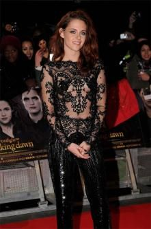 Kristen Stewart's relaxed waves left us envious at the London première