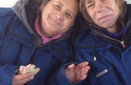 Portal de Notícias Proclamai o Evangelho Brasil: Duas irmãs sobrevivem na floresta com uma Bíblia, ...