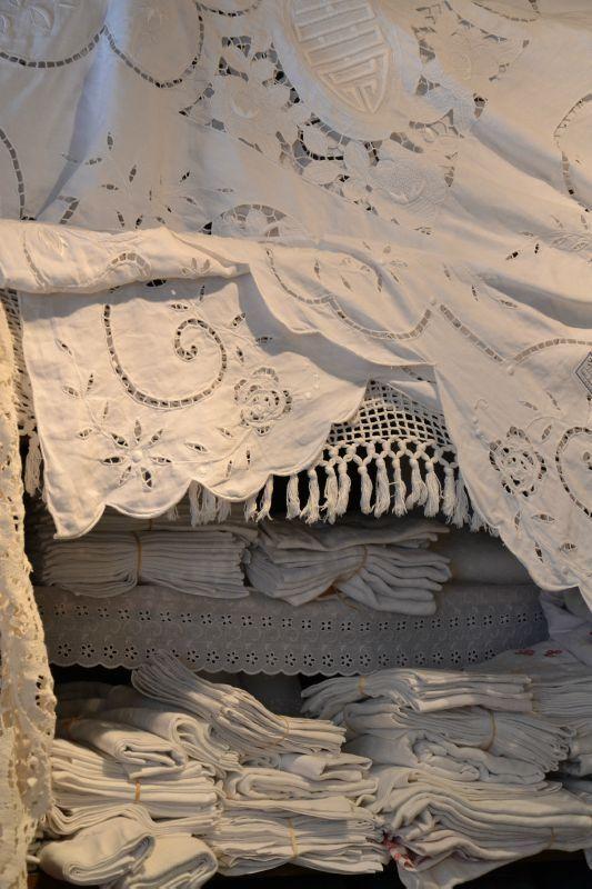 Pretty linens~❥Such intricate handiwork...