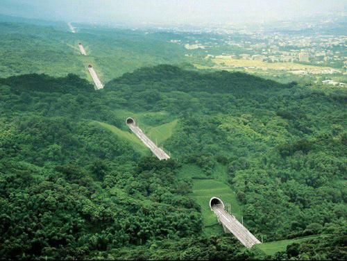 Ten Tunnel Highway, Taiwan photo via linda