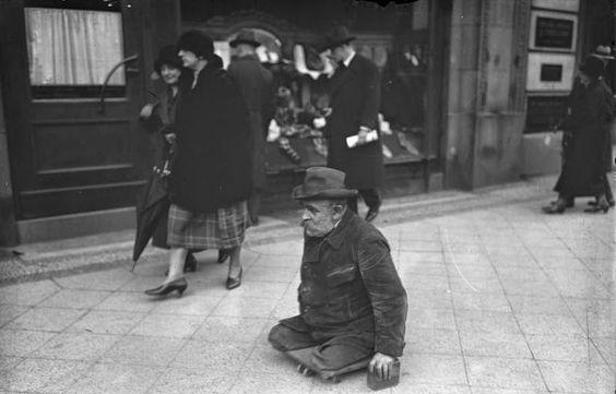 vintage everyday: Street Scenes of Berlin in the 1920s