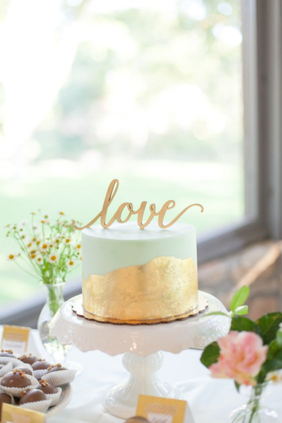 Gold leaf + mint wedding cake: http://www.stylemepretty.com/texas-weddings/driftwood-texas/2016/01/07/emerald-gold-hill-country-summer-wedding/   Photography: Kate Afinson - http://kateanfinson.com/