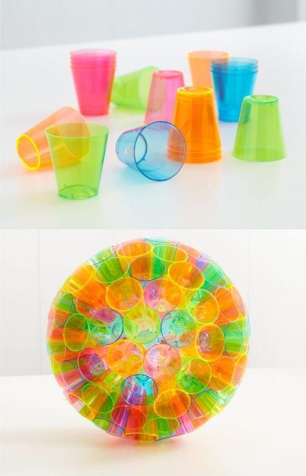 Original esfera con vasitos de plástico