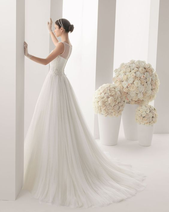 MADISON - Beaded silk tulle and lace dress in a natural colour. <... - ROSA CLARA