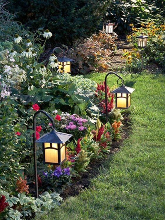 100 Bilder zur Gartengestaltung – die Kunst die Natur zu modellieren - gartendeko bunte farben laternen