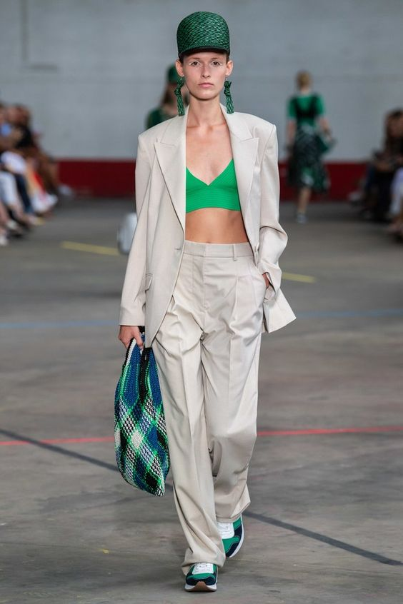 By Malene Birger Copenhagen Spring 2020 collection, runway looks, beauty, models, and reviews.