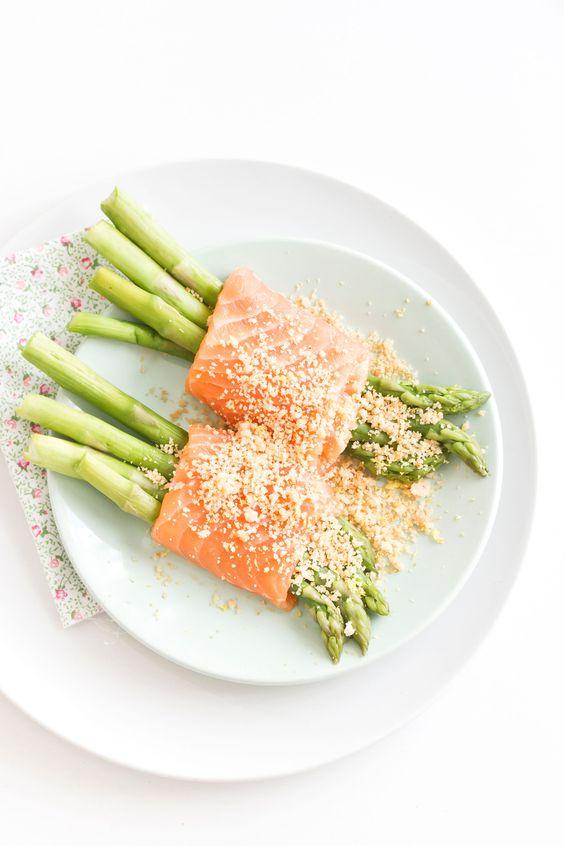 Ecco un'idea facile e veloce per portare a tavola la primavera! Vi serviranno pochi e semplici ingredienti per realizzare un piatto colorato a base di pesce e verdura, che unisce la morbidezza del salmone alla croccantezza del crumble. Perfetto come antipasto, può essere preparato in anticipo e assicura un impiattamento d'effetto ed elegante. Potete utilizzare anche gli asparagi selvatici e creare involtini di più dimensioni.       Se dovesse avanzare del crumble, potete usarlo per…