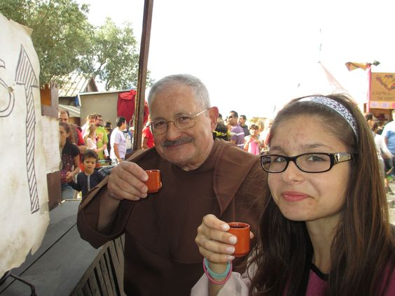 Mafalda com o avô nos copos.
