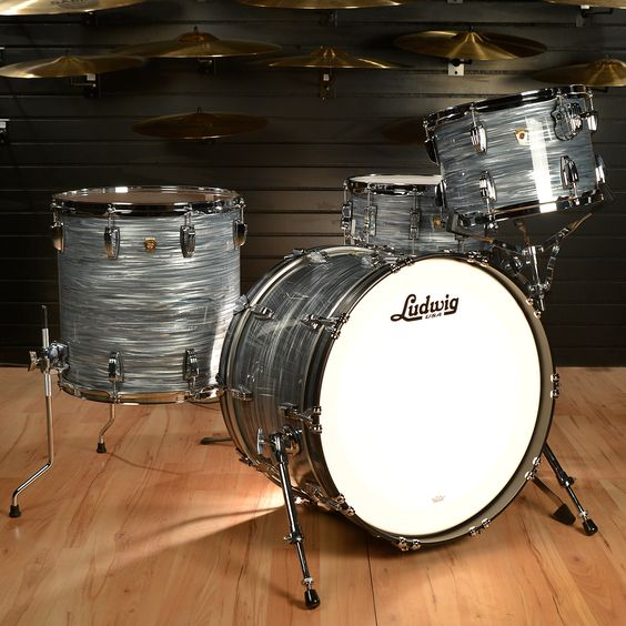 Ludwig 13/16/24 Classic Maple Kit Vintage Blue Oyster w/ Free 6.5x14 Snare