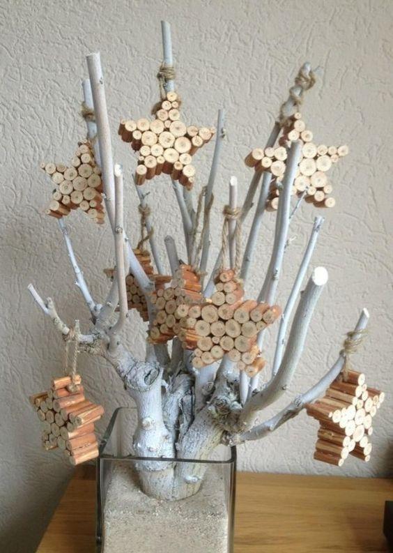 Wit gespoten tak met houten sterren!