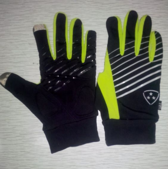 cycling gloves with phone touch tip  www.bigdashgloves.com
