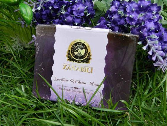 Zanabili - savon d'Alep toujours fabriqué à la main à la manière traditionnelle, exclusivement à partir de l'huile d'olive et de laurier feuillette.