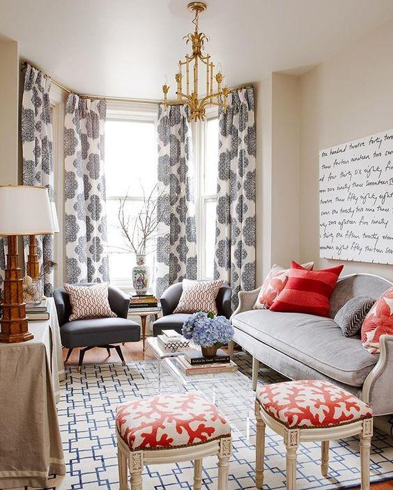 Traditional decor in a den with red, white, and blue interior design elements. #traditionaldecor #livingroom #den #redwhiteblue #coastal