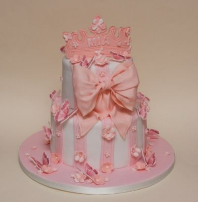Edible Art of the Day Winner for Sunday August 12, 2012 is Nina Rogers and her Soft and Girly cake