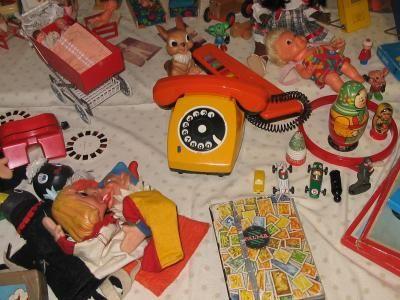 DDR Spielzeug  East Germany Toys    Dazu gab es DDR-Schlager vom Band und original Kesselgulasch.    leute-am-teute.de
