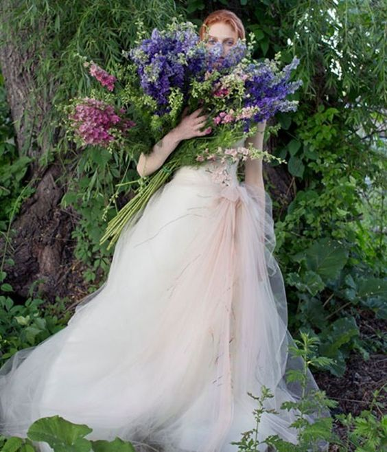 tulle dress and wild bouquet