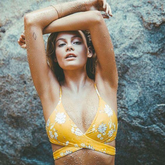 Billabong Women's Festival Floral Wrap Bikini Top (£31) ❤ liked on Polyvore featuring swimwear, bikinis, bikini tops, mango, swim tops, billabong bikini, cross-back bikini, floral bikini top and yellow swimsuit top