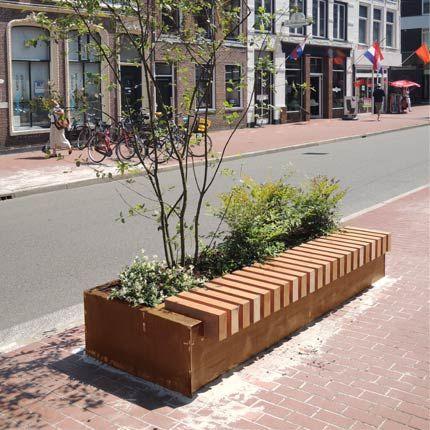 Jardiniera corten si banca. Design multifuncitonal - urban furniture - mobilier urban modern .