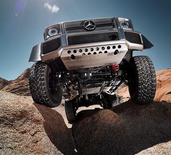 Der Mercedes-Benz G 63 AMG 6x6 vereint das beste aus drei Welten.