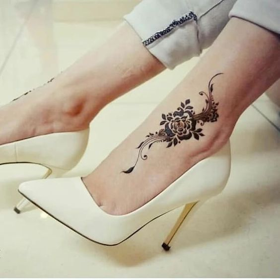 Impressive tatto feet henna design