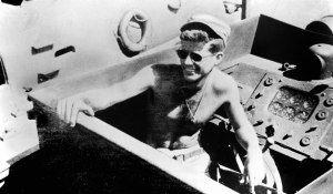 """lancha torpedera PT 109 marzo 1943  Amigos, tengo el placer de invitaros al debate que mañana realizarán Antonio Manzanera, autor de una novela sobre Kennedy """"Suave Superficie De La Culata"""" y Juan..."""