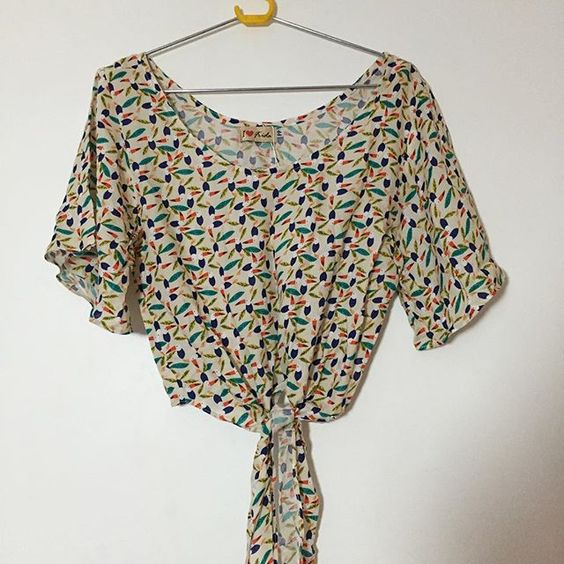 Blusa pássaros Tamanho PP Valor:35 reais *nunca usada*