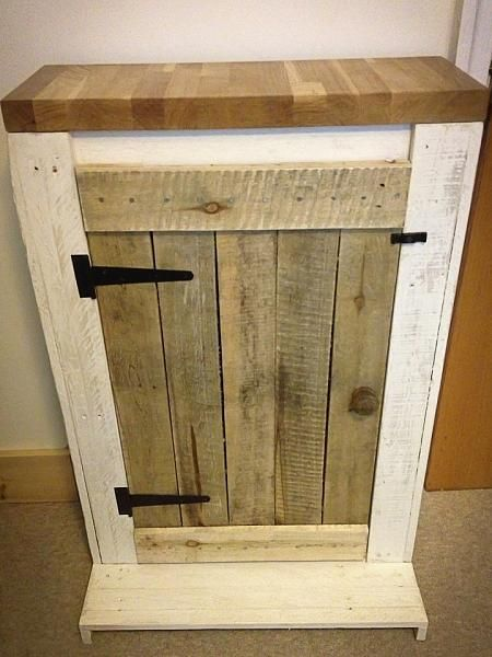 Larger pallets and names on pinterest for Pallet aquarium stand