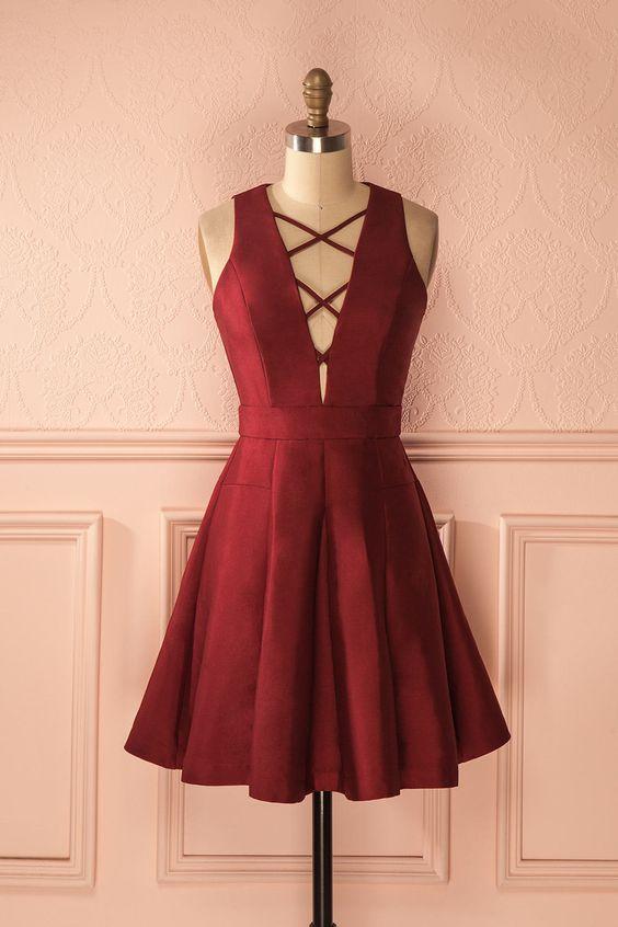 "« Promis et juré », dit-elle, une main sur le coeur.  ""Cross my heart and hope to die,"" she promised. Burgundy lace-up neckline dress https://1861.ca/collections/products/zoelie-bourgogne"