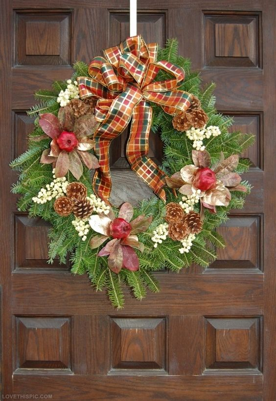Diy Christmas Wreaths Pinterest Diy christmas wreath - See more stunning DIY Chrsitmas Wreaths at DIYChristmasDecorations.net!