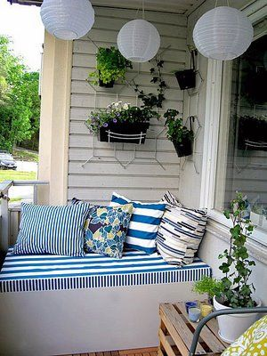 LOVE!!!! EASY IDEAS FOR SMALL BALCONY OR GARDEN AT  http://styleitchic.blogspot.com/search/label/GARDEN%20IDEAS: